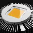 Luce a LED con radiatore, isolato su bianco