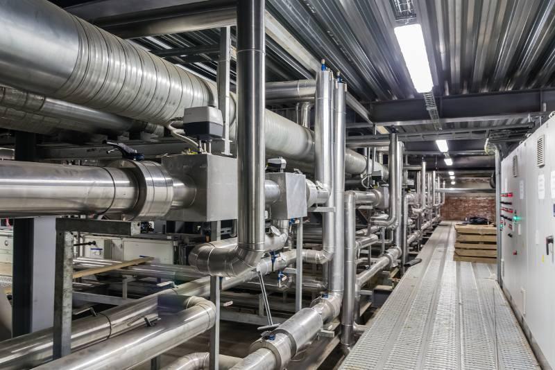 tubi e altri macchinari in complesso industriale