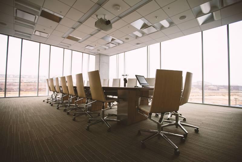 sala riunioni tavola rotonda